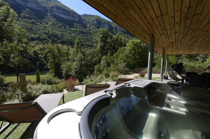 Gite Emeraude Design & Nature ® Spa sur terrasse couverte