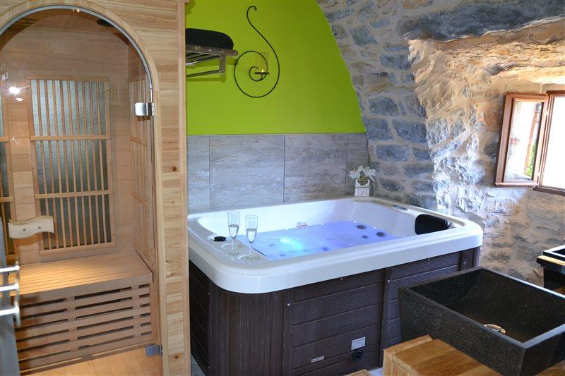 Gîte avec spa privatif sauna gorges du tarn sud aveyron lozère