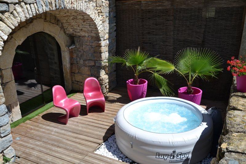 location chambre avec jacuzzi privatif piscine Gorges du Tarn Millau on
