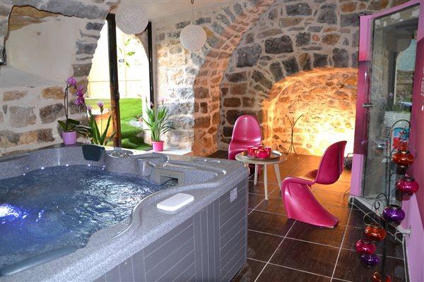 ... Chambre Avec Spa Privatif Jacuzzi Et Hammam Chambre Du0027hôte Gorges Du  Tarn Sud Aveyron ...